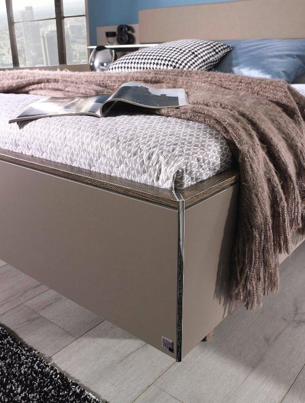 Tweepersoonsbed 160 210.Tweepersoons Bed Met Breed Hoofdbord Met Schapje En Lederlook Design