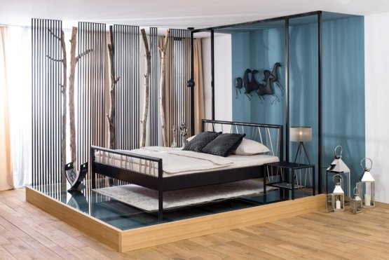 Zwart metalen bed Regina